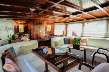 Lounge-looking-aft-b