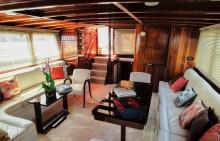 Lounge-looking-stern